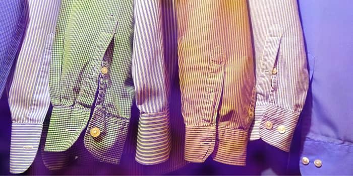 服装の色やデザインを指定してくる